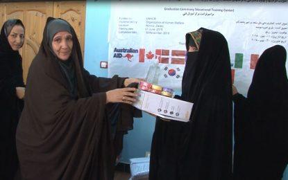 حدود ۷۰ کارآموز زن در شهر زرنج نیمروز از حرفههای مختلف فنی سند فراغت گرفتند