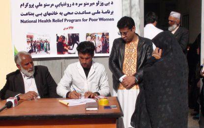 به یک هزار تن از زنان بیبضاعت در نیمروز کمکهای نقدی صورت گرفت