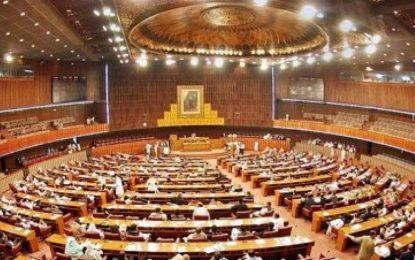 کمیسیون انتخابات پاکستان به ۳۵۰ عضو مجلس این کشور هشدار برکناری داد