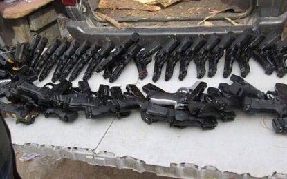 پولیس ننگرهار ۶۰ میل سلاح را کشف و ضبط کرده اند