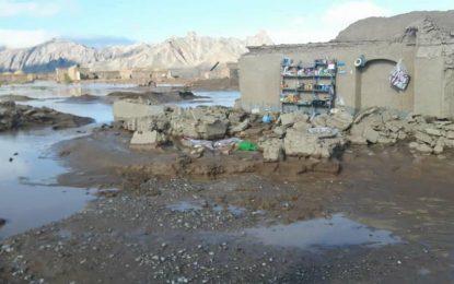 سیلاب در فراه دهها خانه را ویران کرده است
