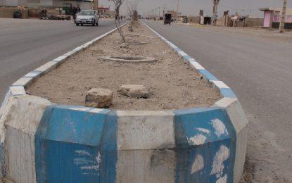 شهرداری زرنج ۱۰ کیلومتر بلوار جادههای داخل شهر زرنج نمیروز را بازسازی میکند