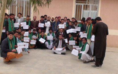 شماری از جوانان در نیمروز از تظاهرات جنبش حفاظت از پشتونها در پاکستان حمایت کردند