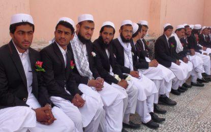۶۱ زوج در شهر زرنج نیمروز عروسی دسته جمعی شان را برگزار کردند