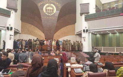 شماری از وکلای زن مجلس نمایندگان، مانع کار رئیس پارلمان شدند