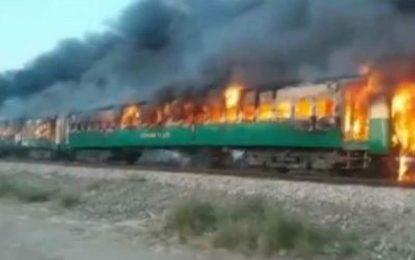 پولیس پاکستان کشته شدن دستکم ۶۵ نفر را در آتشسوزی  یک قطار را تایید کرد