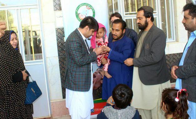 آغاز کارزار خانه به خانه واکسین پولیو در نیمروز/ در این دوره حدود ۷۷ هزار طفل واکسین خواهند شد