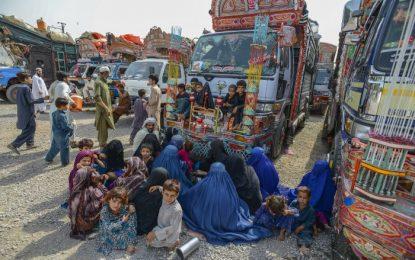 جاپان ۱ میلیون دالر به مهاجران افغان در پاکستان کمک میکند