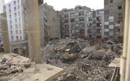 چهارده تن در اثر فروریختن یک ساختمان در پاکستان جان باختند