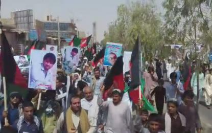 راهپیمایی معترضان در شهر زرنج نیمروز