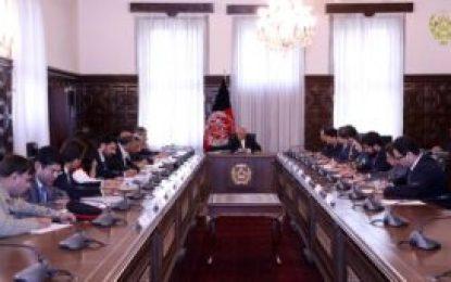 رییس جمهور غنی و قریشی وزیر خارجه پاکستان در ارگ ریاست جمهوری با هم دیدار کردند