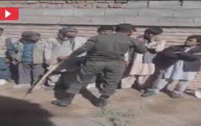وزارت مهاجرین خواستار بررسی برخورد ناشایست سرباز ایرانی با مهاجران افغان شده است