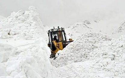 سالنگ برای چندمین بار به دلیل برفباری شدید به روی رفت و آمد مسدود شد