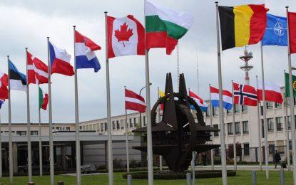وزیران دفاع ناتو وضعیت افغانستان را بررسی میکنند