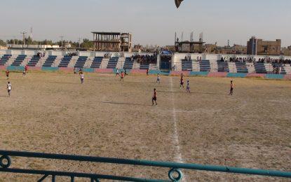 فوتبالستان نیمروزی در میدان تقریبا خاکی و  همچنان قرضی فوتبال میکنند
