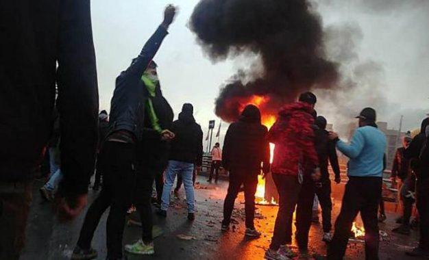 سومین روز اعتراضها در ایران، دهها تن کشته شده اند
