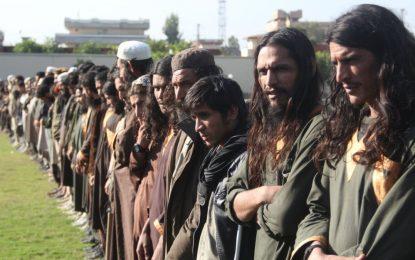 والی خودخوانده داعش در لغمان با ۲۹ تن از افرادش تسلیم شد