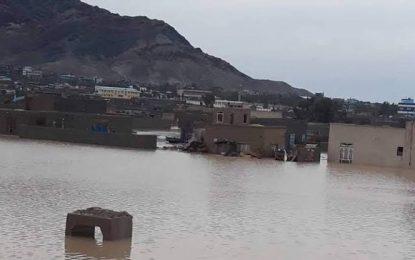 سرازیر شدن سیلاب در فراه، دو قربانی گرفت